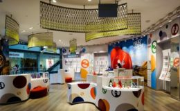 Interieur eines Swatch Stores in Singapur